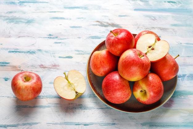 Dojrzałe Pyszne Organiczne Czerwone Jabłka. Darmowe Zdjęcia