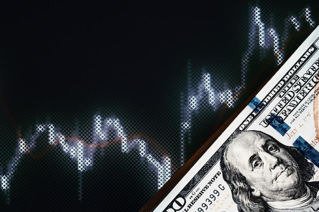Dolar amerykański rachunki na tle z dynamiką kursów walut. pojęcie ryzyka handlowego i finansowego Premium Zdjęcia