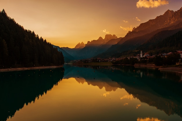 Dolomity Zachód Słońca W Auronzo Di Cadore Premium Zdjęcia