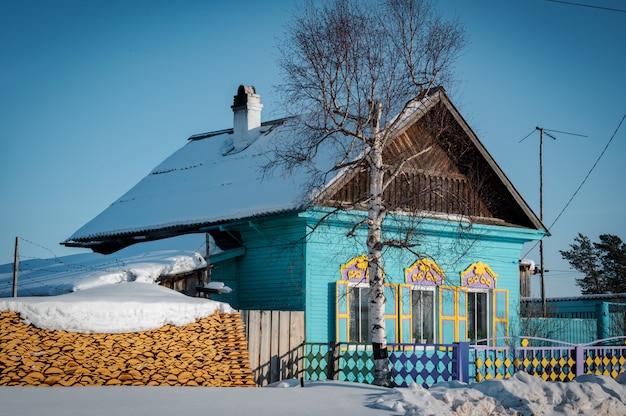 Dom Syberyjski W Ust-barguzin Premium Zdjęcia