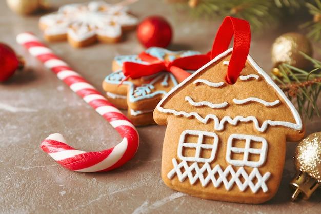 Domowe Ciasteczka świąteczne, Cukierki, Zabawki Na Brązowo, Miejsca Na Tekst. Zbliżenie Premium Zdjęcia