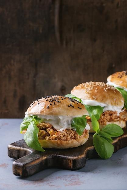 Domowe Mini Burgery Z Kurczakiem Premium Zdjęcia