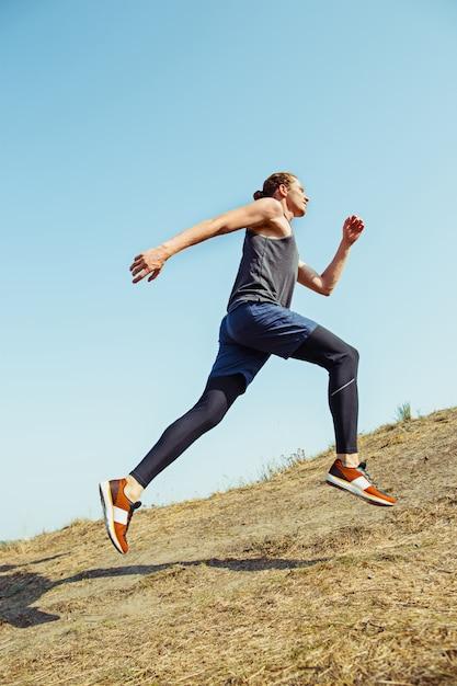 Dopasuj Muskularny Męski Szlak Treningowy Do Biegania W Maratonie Darmowe Zdjęcia