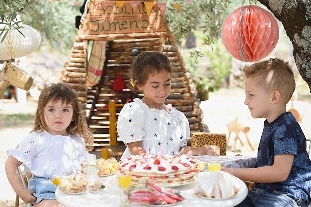 Dostawa Prezentów Urodzinowych Dla Dziewczynki Premium Zdjęcia