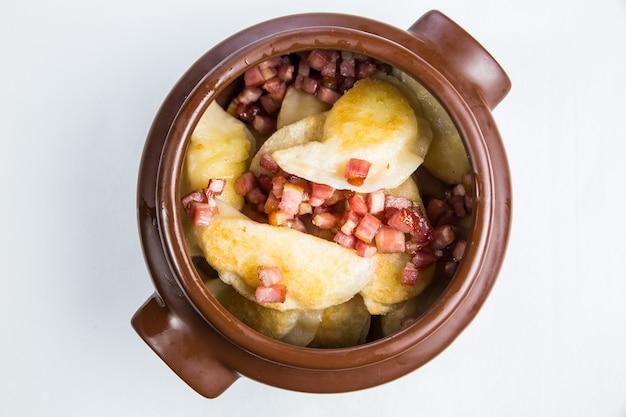 Dostawa Zdrowej żywności Do Restauracji, Sałatka, Drugie Danie Lub Pierwsze Danie Na Białej Powierzchni Darmowe Zdjęcia