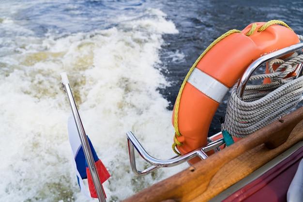 Drabina Na Pokładzie Jachtu żaglowego. Sankt Petersburg, Rosja Premium Zdjęcia