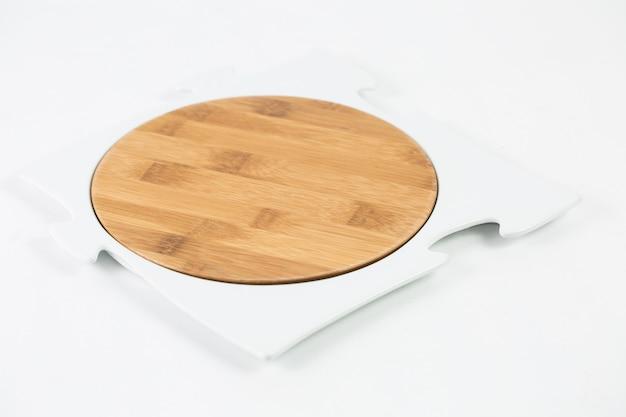 Drewniana Deska Do Krojenia Z Ramą Puzzle Na Białym Stole Darmowe Zdjęcia