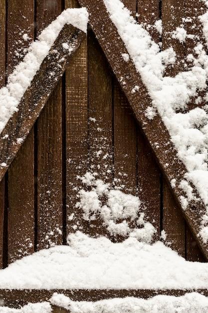 Drewniane Belki Ze śniegiem Darmowe Zdjęcia
