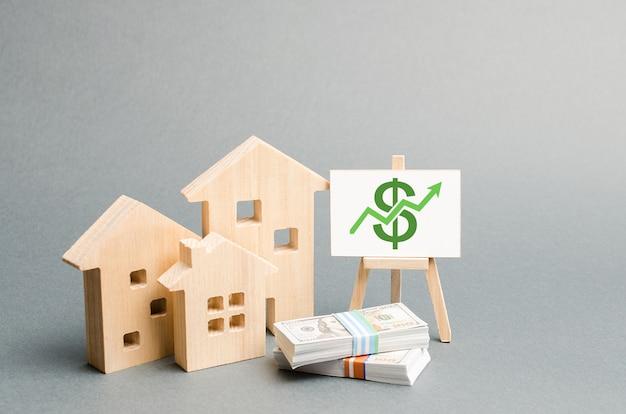 Drewniane figury domów i plakat z pieniędzmi Premium Zdjęcia
