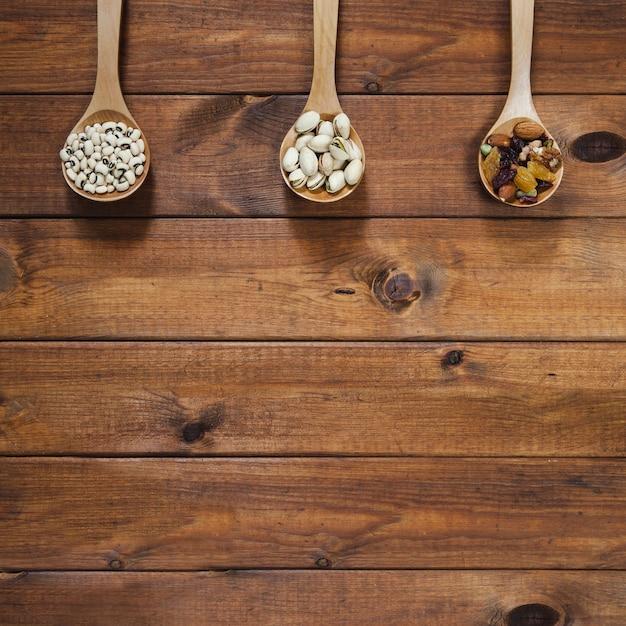 Drewniane Kadzie Z Fasolą I Orzechami Darmowe Zdjęcia