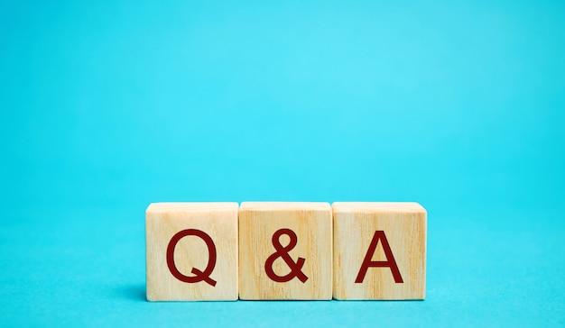 Drewniane Klocki Pytania I Odpowiedzi Premium Zdjęcia