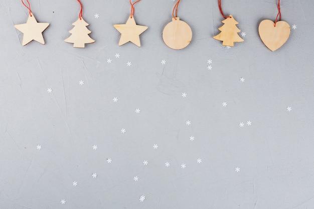 Drewniane świąteczne Zabawki Na Stole Premium Zdjęcia