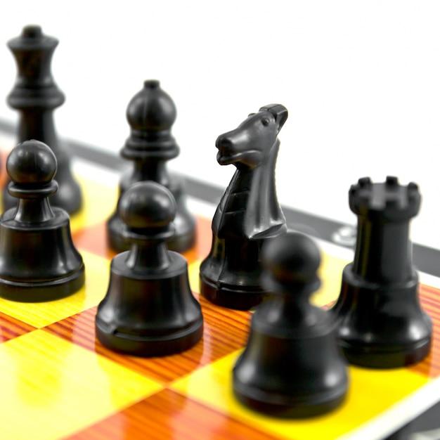 Drewniane szachy rozrywka konfrontacji pionkiem Darmowe Zdjęcia