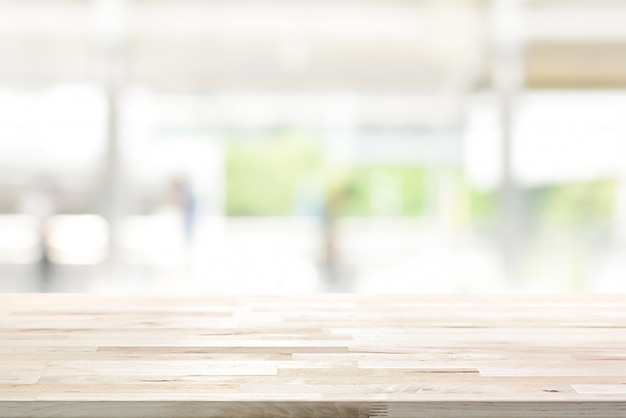 Drewniany Stołowy Wierzchołek Na Plamy Kuchni Okno Premium Zdjęcia