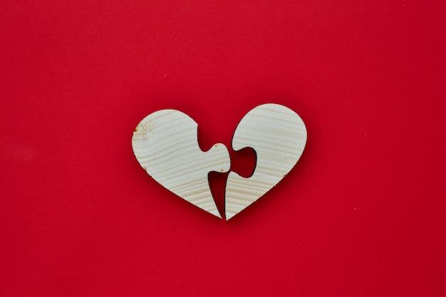 Drewno kształt serca na walentynki Premium Zdjęcia