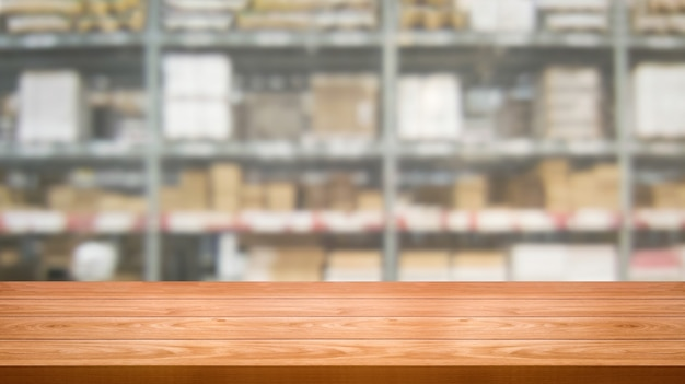 Drewno stół w magazynowym składowym plamy tle. Premium Zdjęcia