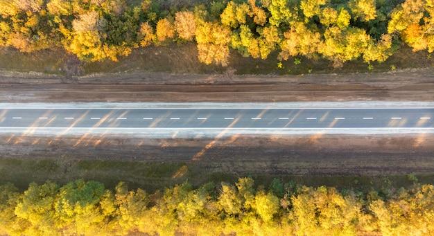 Droga W Widoku Z Góry Upadku Premium Zdjęcia