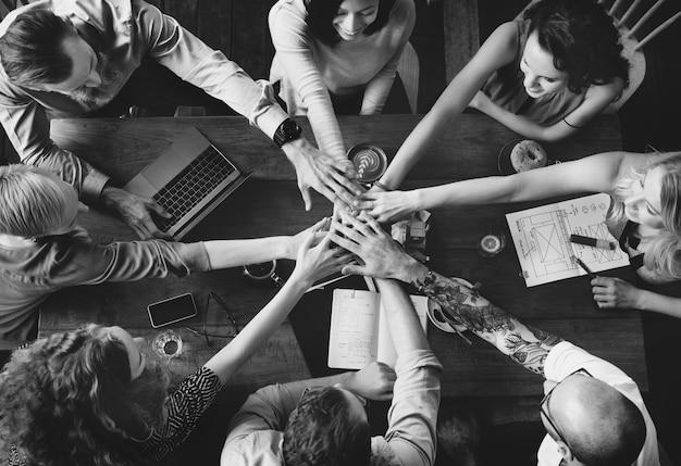Drużynowi jedność przyjaciele spotyka partnerstwa pojęcie Darmowe Zdjęcia