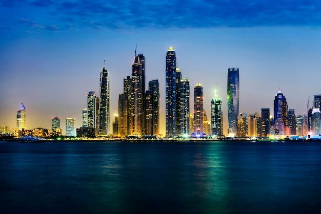 Dubai Marina Podczas Zmierzchu Premium Zdjęcia