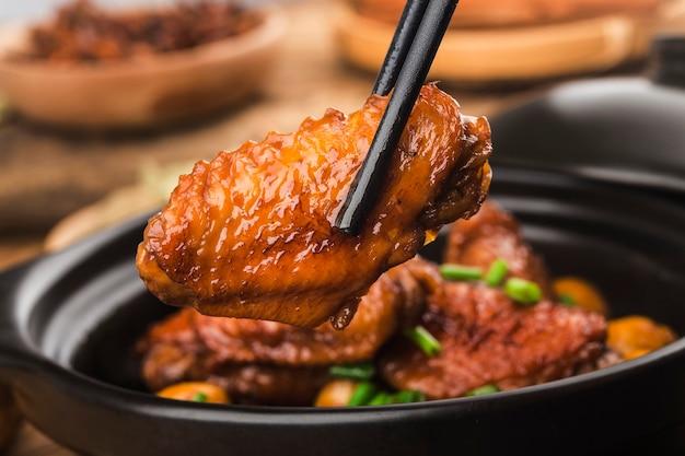Duszone Skrzydełka Kurczaka Z Kasztanem Darmowe Zdjęcia