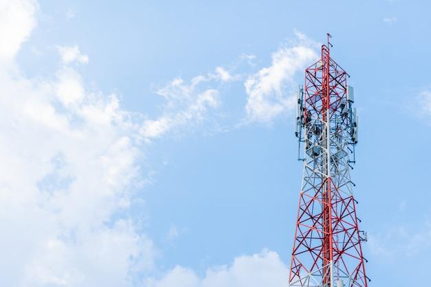 Duża Antena I Jasne Niebo. Premium Zdjęcia