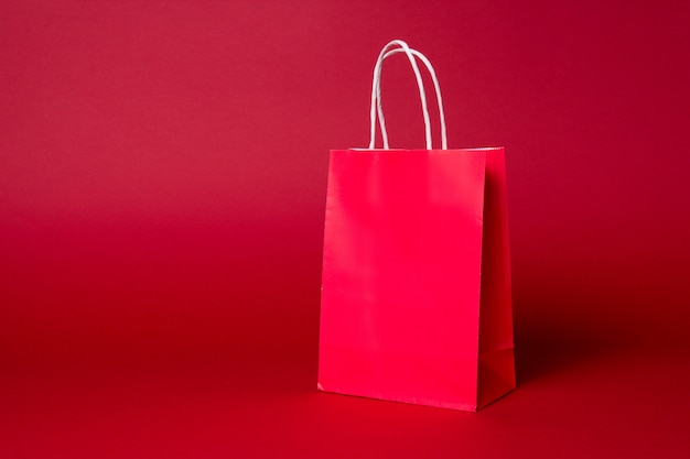 Duża czerwona papierowa torba na zakupy Premium Zdjęcia