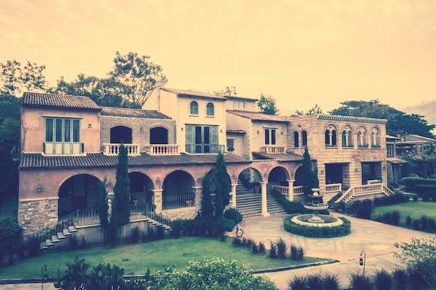 Duży Dom Z Ogrodem Z Przodu Darmowe Zdjęcia