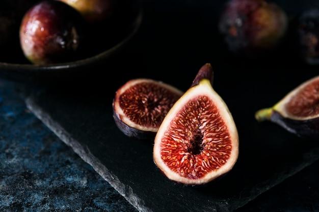 Duży Kąt Połówek Fig Jesiennych Premium Zdjęcia