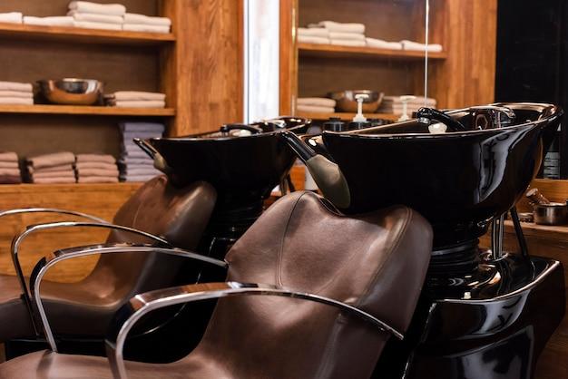Dwa Puste Krzesła W Sklepie Fryzjer Darmowe Zdjęcia