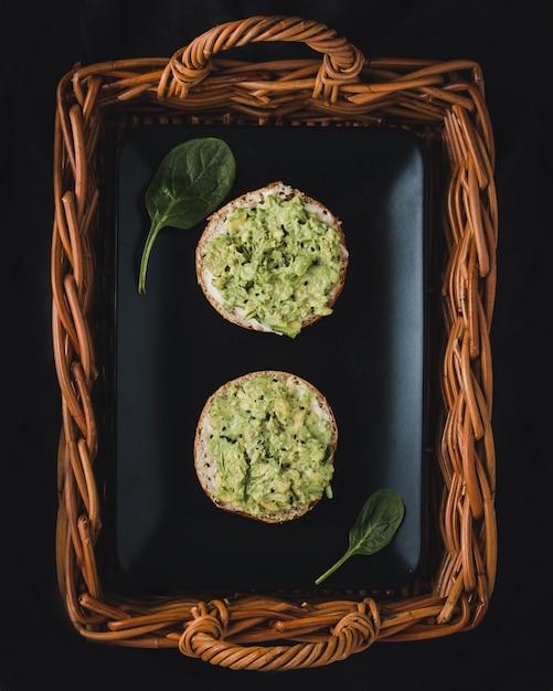 Dwa Smaczne Grzanki Z Guacamole, Widok Z Góry Darmowe Zdjęcia