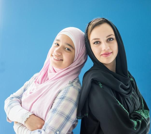 Dwie Arabskie Muzułmańskie Dziewczyny Premium Zdjęcia
