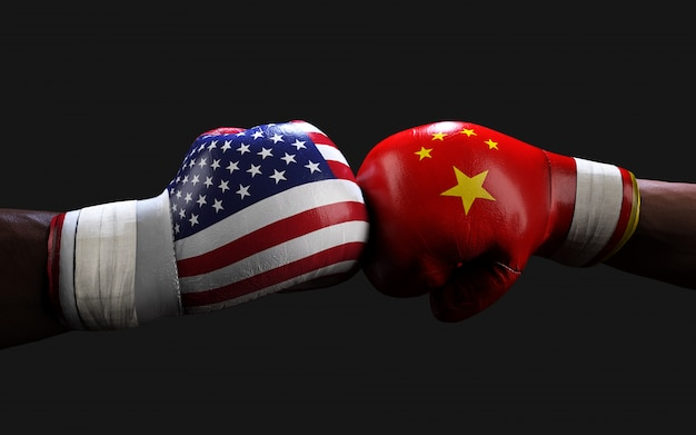Dwóch Bokserów Walczących Z Uderzeniami Flag Amerykańskich I Chińskich Premium Zdjęcia