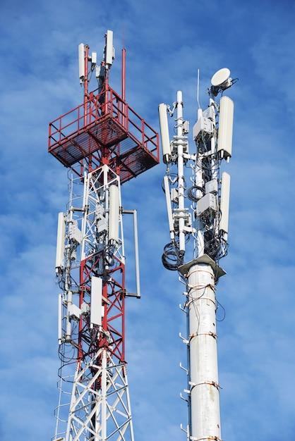 Dwukomórkowa Wieża Stacji Bazowej Premium Zdjęcia