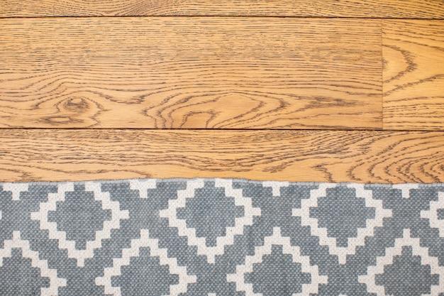 Dywan Na Drewnianym Podłogowym Dębowym Tekstury Tle Premium Zdjęcia