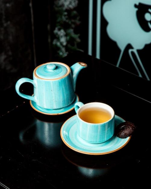 Dzbanek I Filiżanka Herbaty Z Bocznym Ciasteczkiem Darmowe Zdjęcia
