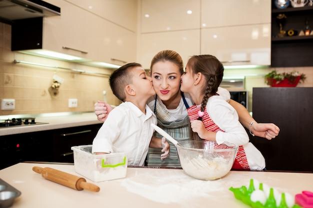 Dzieci Gotowanie Pieczenia Kuchni Dla Dzieci Zdjęcie Darmowe
