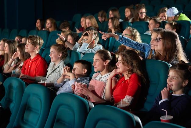 Dzieci oglądają filmy w kinie Premium Zdjęcia