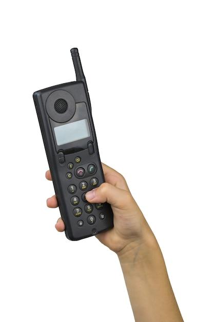 Dziecka Ręka Wybierze Kombinację Na Telefon Retro Na Białym Tle. Retro środki Komunikacji. Technologia Z Przeszłości. Premium Zdjęcia
