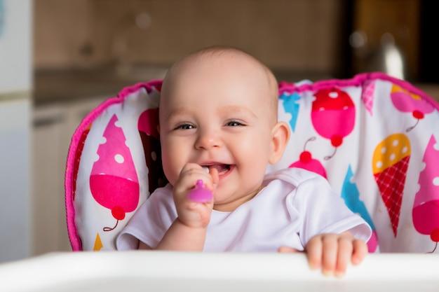 Dziecko I Je Niezależnie Premium Zdjęcia