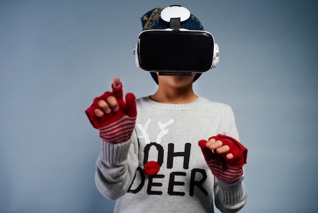 Dziecko Korzystające Z Okularów Wirtualnej Rzeczywistości Darmowe Zdjęcia