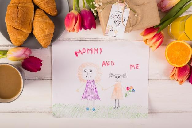 Dziecko Rysuje Wokół Klasyczne śniadanie Z Kwiatami Darmowe Zdjęcia