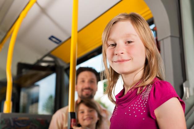 Dziecko W Autobusie Premium Zdjęcia