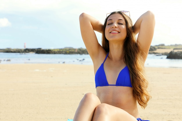 Dziewczyn bikini zdjęcia w Mery Spolsky