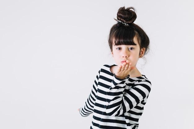 Dziewczyna całuje powietrze Darmowe Zdjęcia