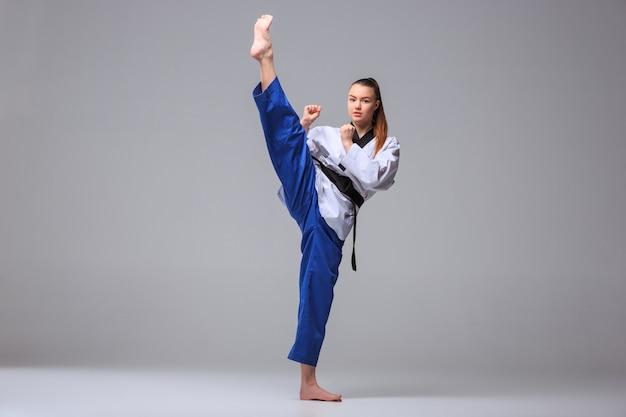 Dziewczyna Karate Z Czarnym Pasem Darmowe Zdjęcia
