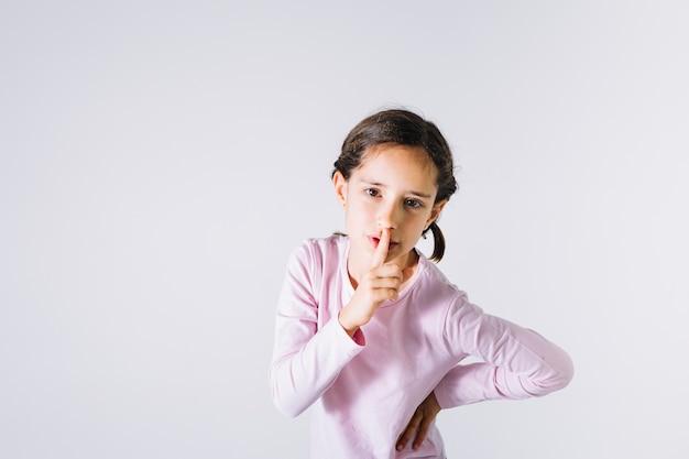 Dziewczyna robi cisza gestowi Darmowe Zdjęcia