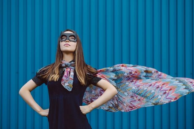 Dziewczyna w czarnej masce superbohatera Darmowe Zdjęcia