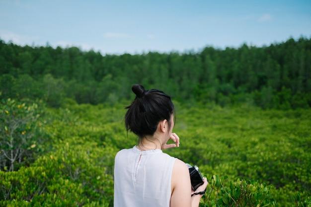 Dziewczyna w ogrodzie Darmowe Zdjęcia