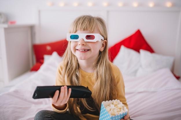 Dziewczyna w okularach 3D oglądania telewizji Zdjęcie | Darmowe ...