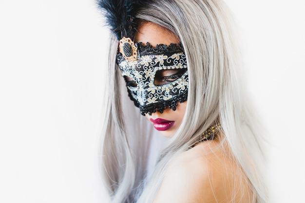 Dziewczyna z białymi włosami z weneckie maski Darmowe Zdjęcia